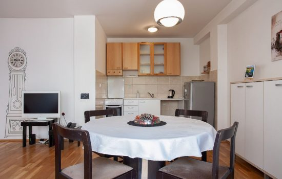 Urban Red Apartment - Kitchen, dining area