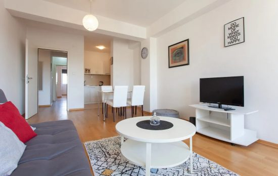 Urban Space Apartment - Living room, kitchen and dining area
