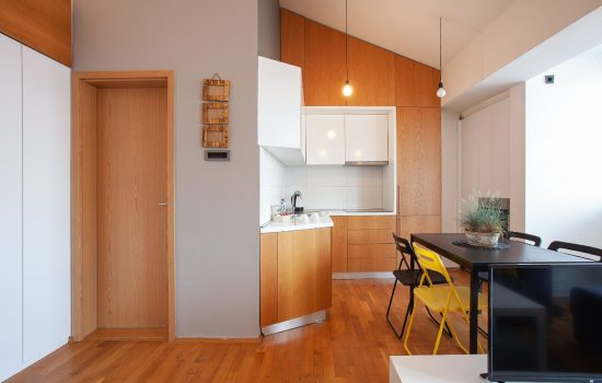 Urban Trendy Apartment - Kitchen and dining area